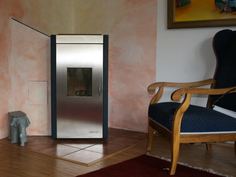 """Wassergeführter Holzpellets-""""Zimmerofen"""" zur Beheizung eines Niedrigenergiehauses 2-10 kW"""