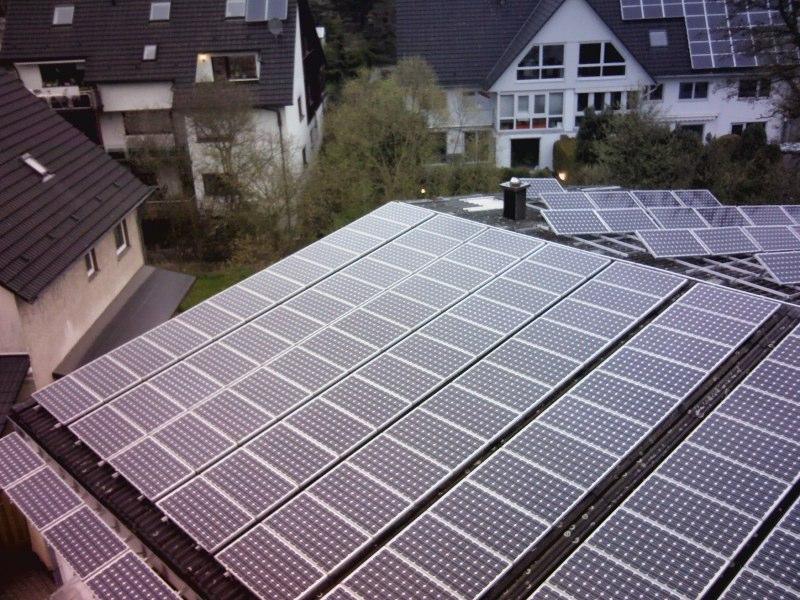 HEUTEC Energie Effizienz mit 16 kWp PV Anlage auf Hallendach des Büros