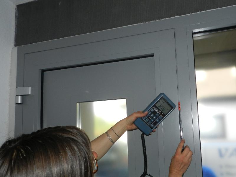 Zugerscheinungen gutachterlich dokumentieren: Luftdichtigkeit neuer Haustür