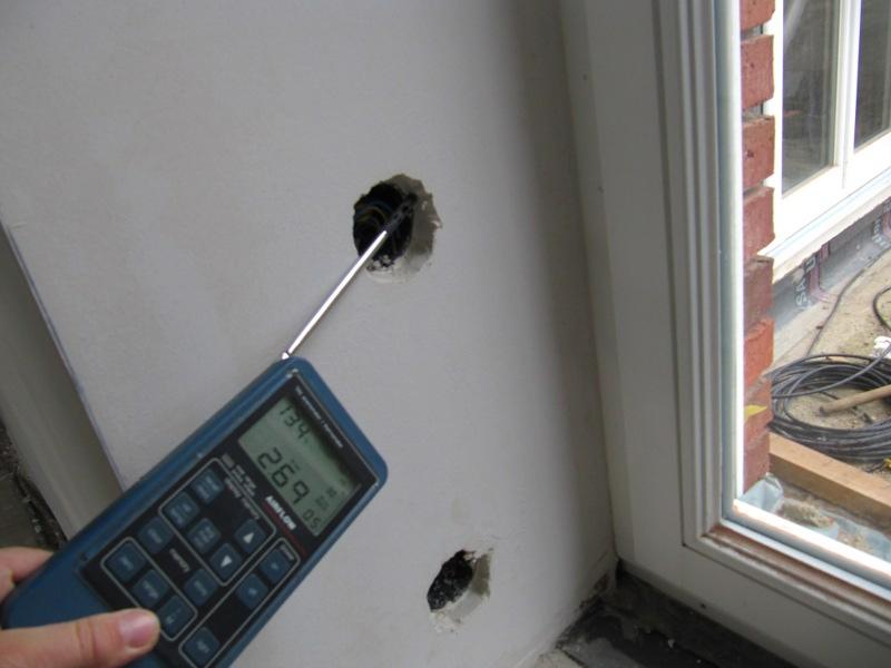 Leckagesuche bei Unterdruck Steckdose und poriges Außenmauerwerk