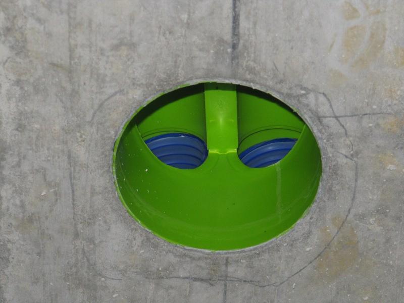 Lüftung Auslass der Lüftungsrohre in der Betondecke vor dem Ventil