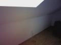 Leckagesuche bei Unterdruck zeigt Leckagen verborgen hinter einer Dach-Abseite