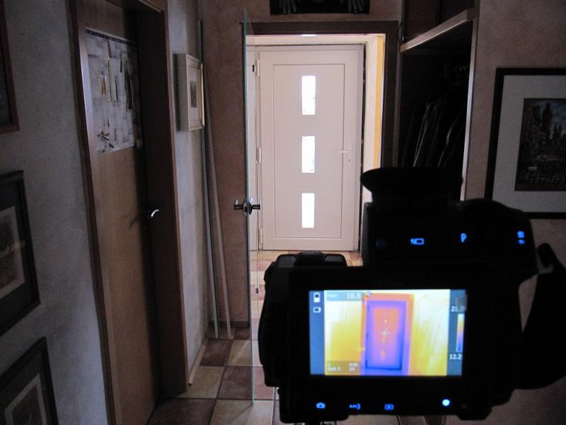 Innenthermografie bei Unterdruck zeigt Luftdichtungs-Schwachstellen an Bauteilanschlüssen