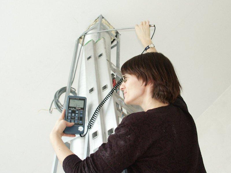 Luftleckagesuche  bei 50 Pascal Unterdruck mit thermischem Anenmometer